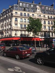 a perfectly Parisean scene