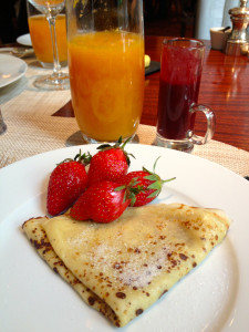 fresh strawberries and crêpes