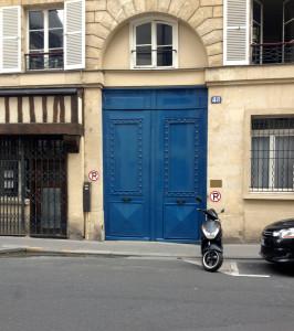 door to a residential courtyard in Paris