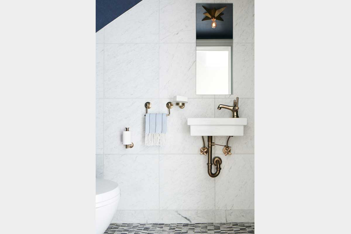 Powder-Room-Design-with-Faucetry