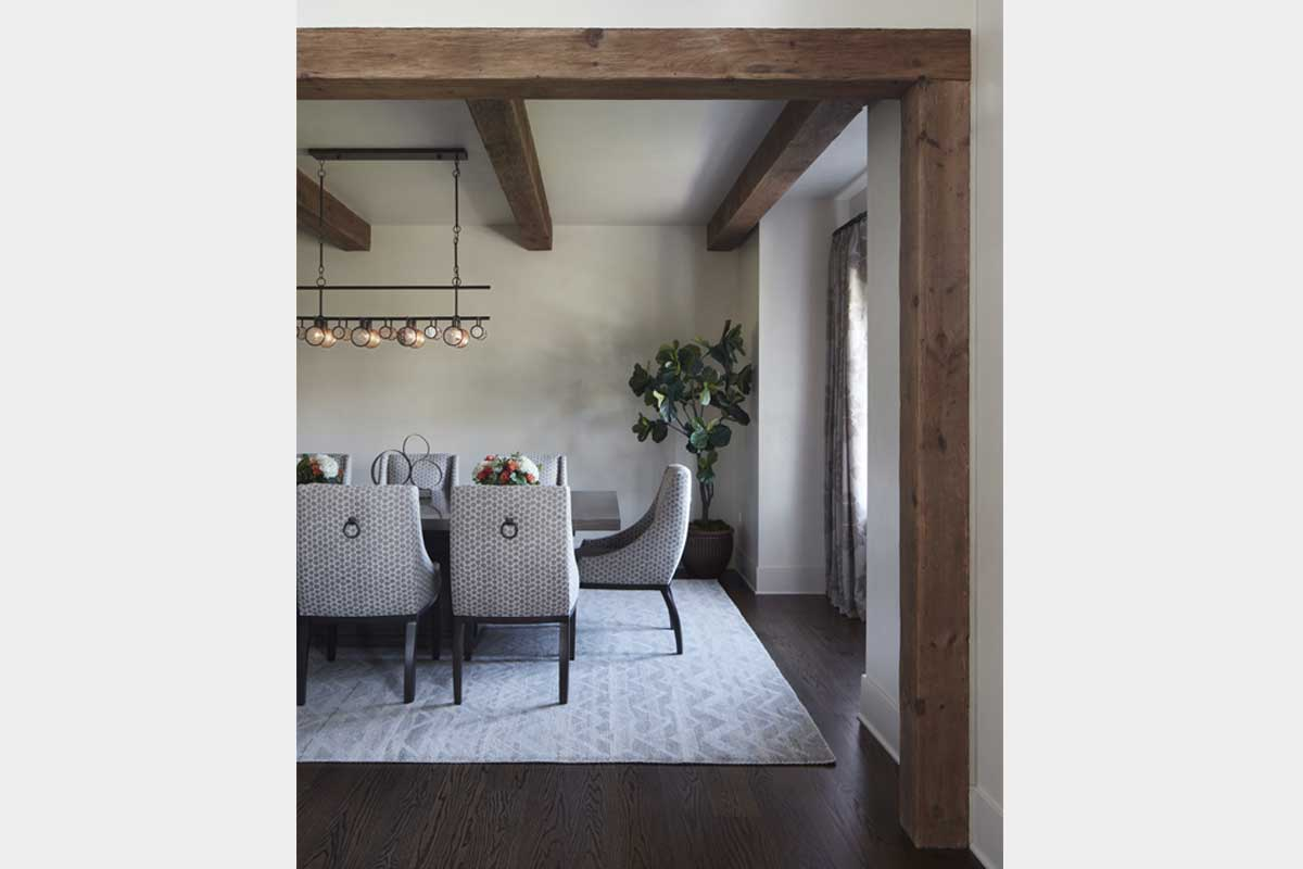 Rustic-Dining-Room-Design-with-Exposed-Beams