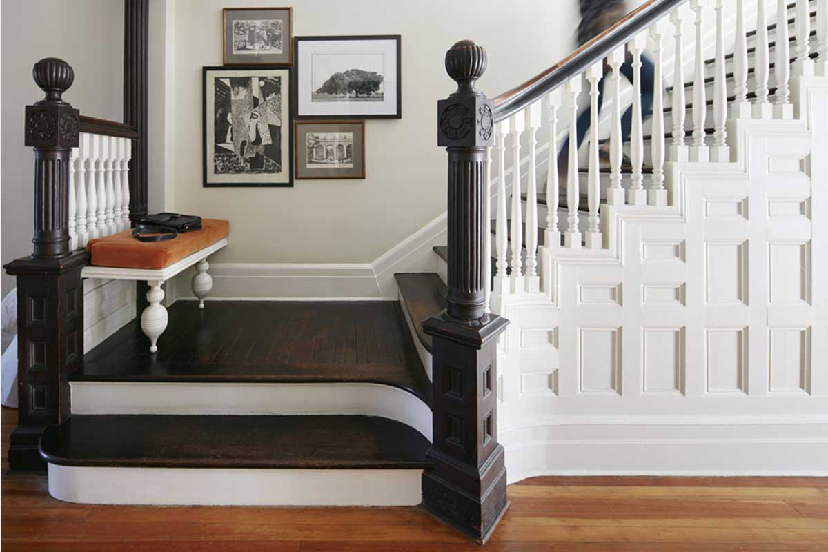 Stairway-Design-with-Gallery-Wall