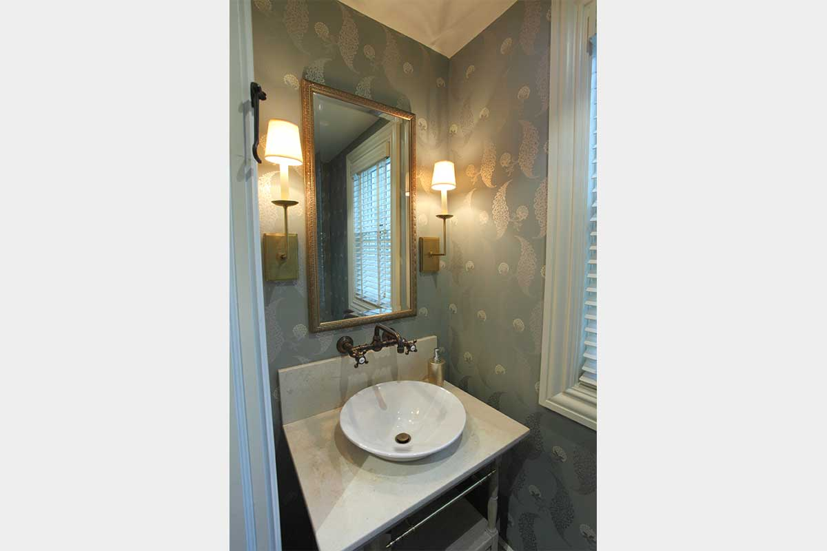 Bathroom-Sink-Gold-Accents