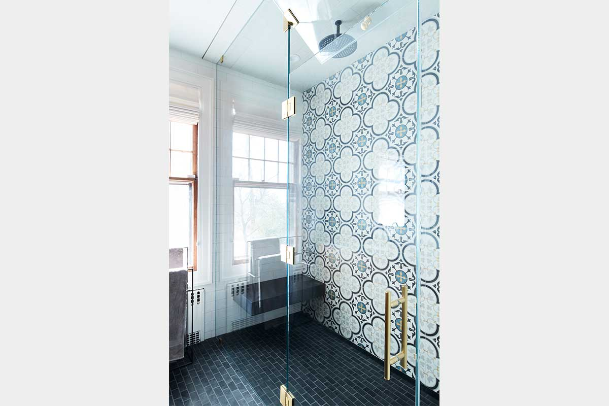 Bathroom-in-Blue-and-White