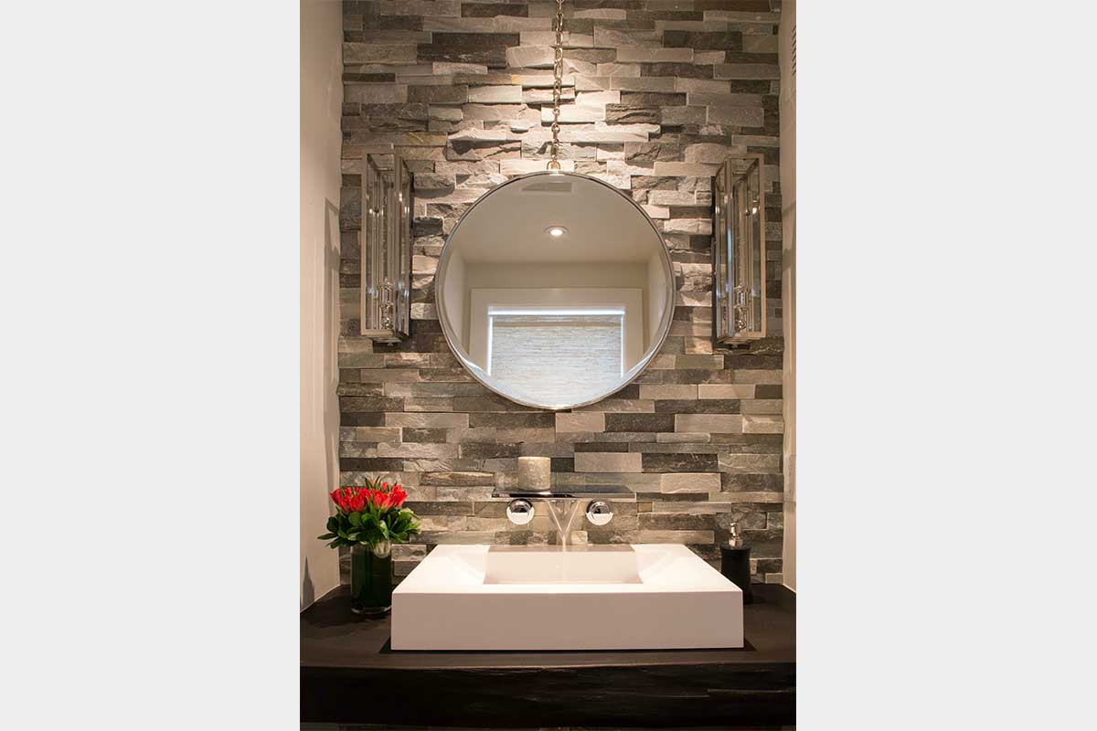 Tiled-Bathroom-Round-Mirror