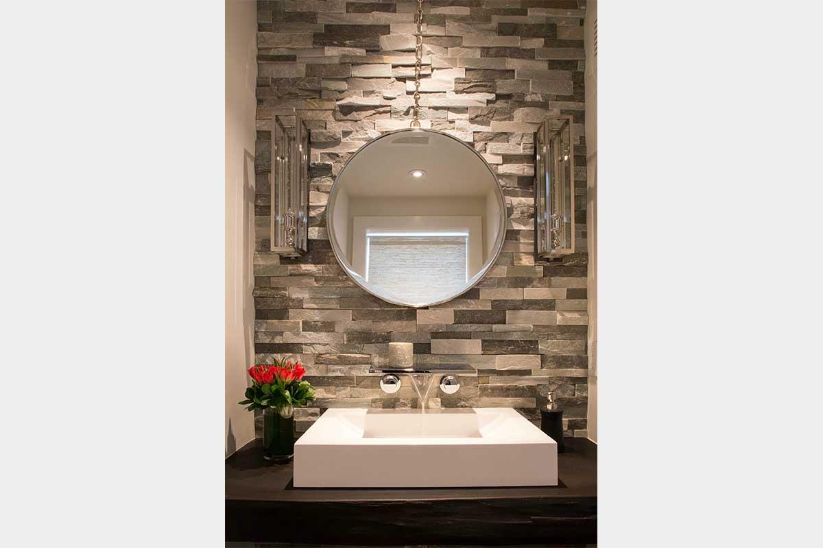 Tiled-Bathroom-Round-Mirror