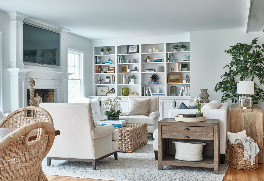 living-room-built-in-book-shelf-tv-fireplace